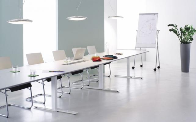 Konferenzanlage_Bild_Arbeitstisch Reihe CN