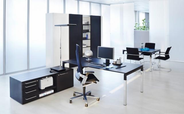 Schreibtisch_Bild5_Arbeitstisch Reihe U4