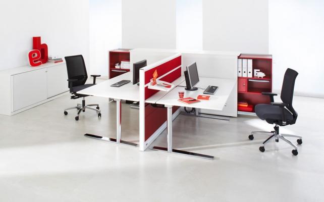 Sitz-Stehtisch_Bild5_Arbeitstisch Reihe CN