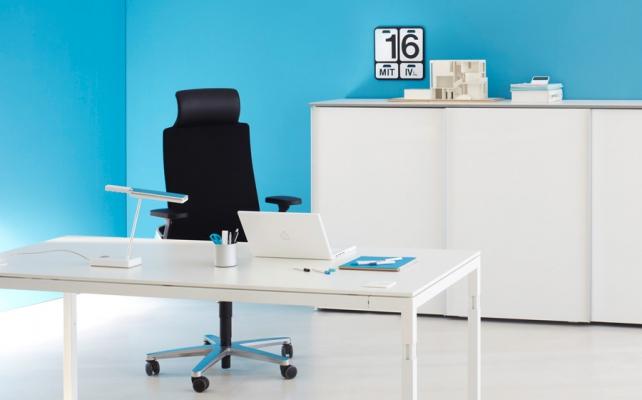 Schreibtisch_Bild4_Arbeitstisch Reihe Q3