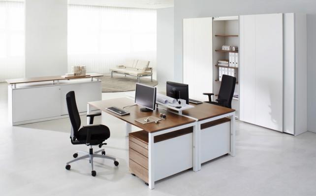 Schreibtisch_Bild6_Arbeitstisch Reihe U4